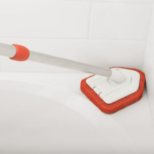Extendable tub and tile scrubber