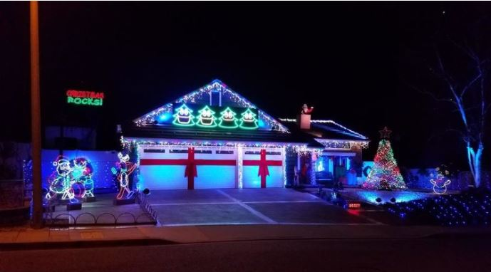 Thousand Oaks Homes with Holiday lights